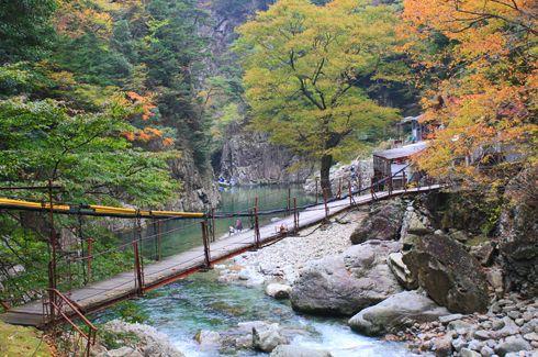 三段峡 紅葉が色づき、観光シーズンへ