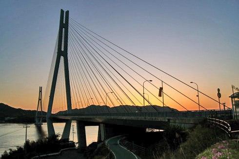 多々羅大橋、広島と愛媛を結ぶ890mの斜張橋が美しい