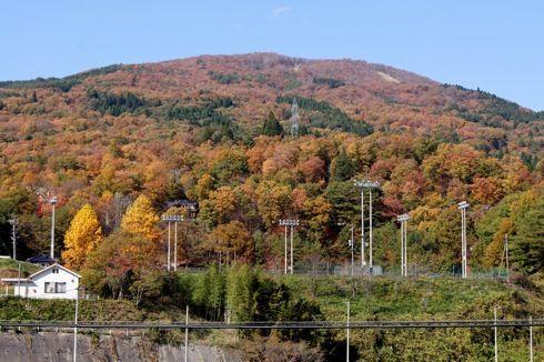 廿日市市吉和の紅葉がピークに、山並み眺めるドライブも