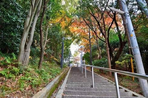 旭山神社、西広島駅から徒歩5分 長い階段を
