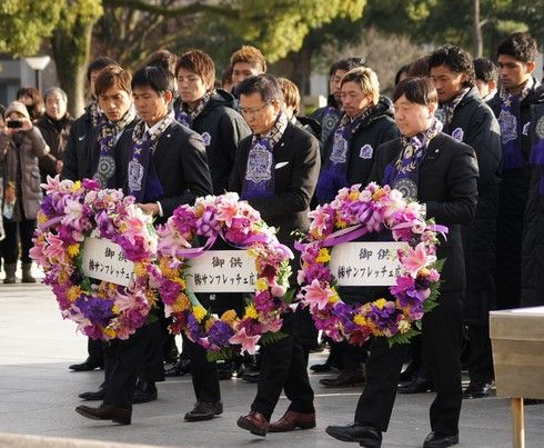 サンフレ 優勝報告 献花2013