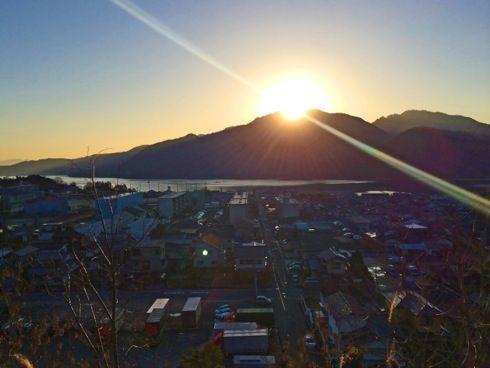 ダイヤモンド弥山が美しい!宮島の頂上から太陽が顔を出す朝の風景