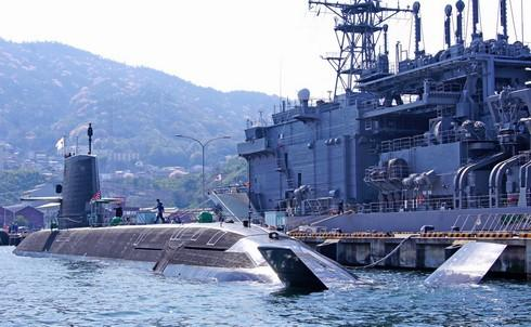 呉港で艦船めぐり!潜水艦や護衛艦の迫力を間近で感じる見学クルージング