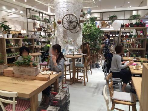 スタジオクリップ 広島 カフェ店内の様子1