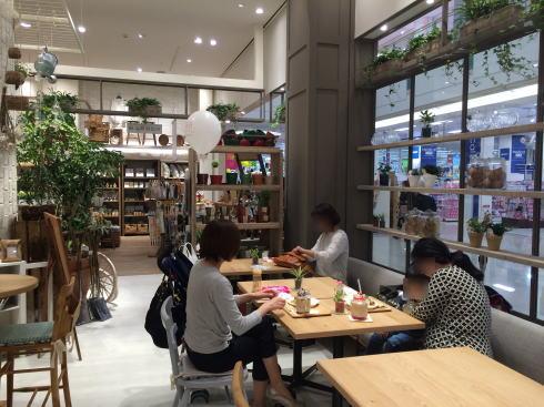 スタジオクリップ 広島 カフェ店内の様子2