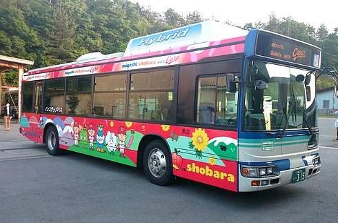 梵と永川の似顔絵が可愛い、カープラッピングバス!広島県三次から庄原間を運行