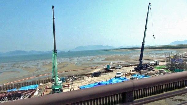 新八幡橋から4車線化へ向け工事