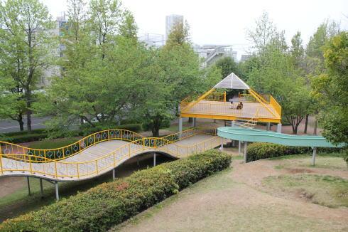 千田公園、街中にアスレチックや野球場備えた緑多き癒しのゾーン
