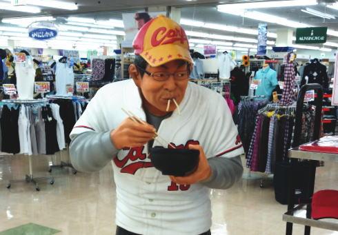 消えたカープうどんおじさん、庄原ショッピングセンターに現る