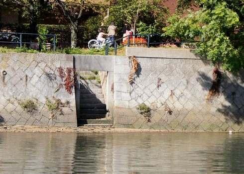 川から見た雁木