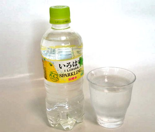いろはす スパークリングレモンに瀬戸内レモンエキス、ジメジメ暑い夏にピッタリ