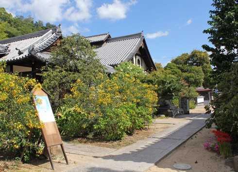 持光寺でにぎり仏体験、受付へ