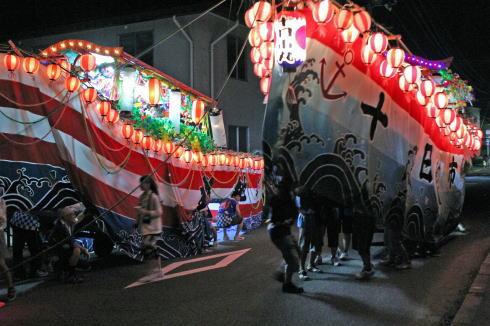 八重管絃祭、迫力の陸船が商店街練り歩く!