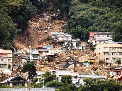 8.20広島土砂災害から1週間、難航する復旧作業 現場の様子