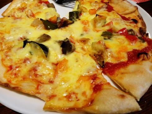 夏野菜のピザ 画像