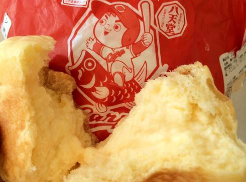 カープなくりーむパン、八天堂が広島カープとコラボで