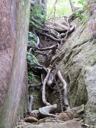 三倉岳 登山の様子 鎖場