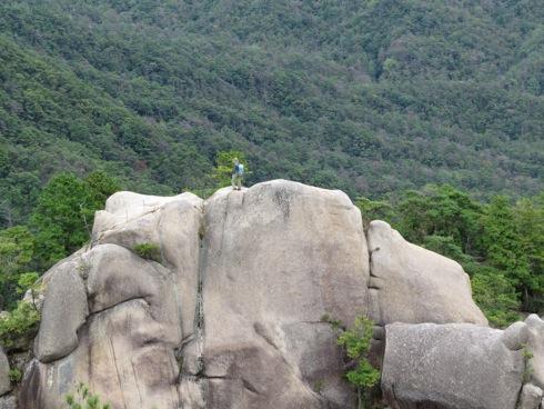 三倉岳 中岳の頂上を俯瞰して見る