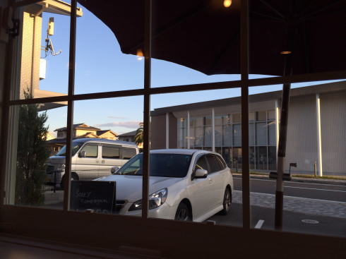 solソラカフェ(Sola cafe) 店内から外を見た