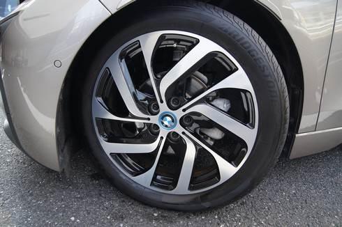 BMWi3 タイヤは大きく細い