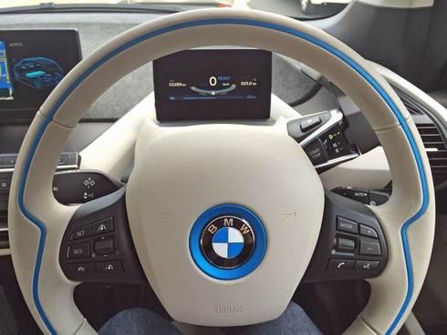 BMWi3 ハンドルとメーターパネル