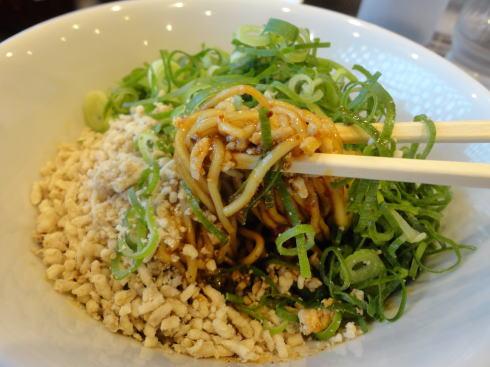 赤麺 梵天丸の汁なし坦々麺はカスタマイズで好みの味に