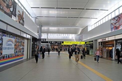 広島駅 リニューアルで天井も高く