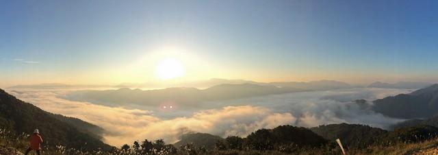 雲海が広がる荒谷山からの眺め2