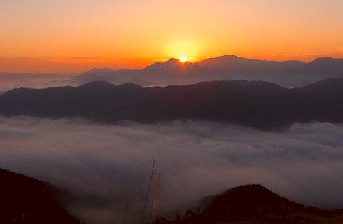 荒谷山から眺める日の出