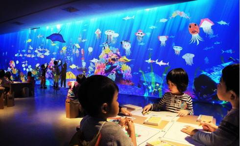 描いた魚が泳ぎだす「お絵かき水族館」など、学ぶ未来の遊園地が広島で