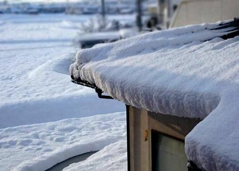 路面の凍結に注意!広島県の芸北地域で、80センチ近い積雪も