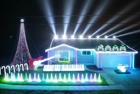 自宅がド派手に光る!スターウォーズ曲に合わせて光るイルミネーションが凄い