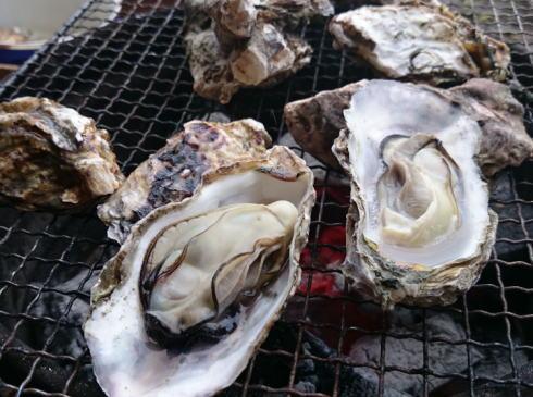 殻つき牡蠣 網焼き画像