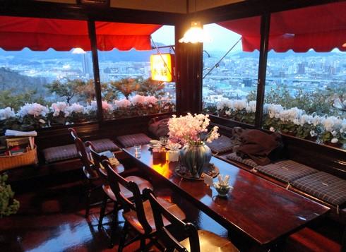 赤い屋根、広島・毘沙門台にある癒し空間のレトロ喫茶店