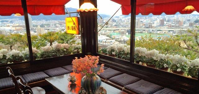 赤い屋根 窓からの景色