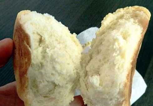 甘酒仕込みのれもんくりーむパン、割ってみたところ