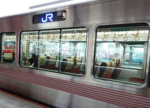 JR西日本 227系ボディ側面の様子
