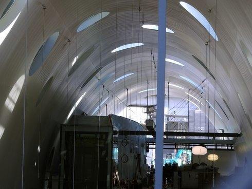 アストラムライン新白島駅、内部の様子