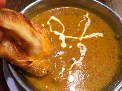 本格インドカレーのお店 スーリヤ、とろりチーズナンが人気
