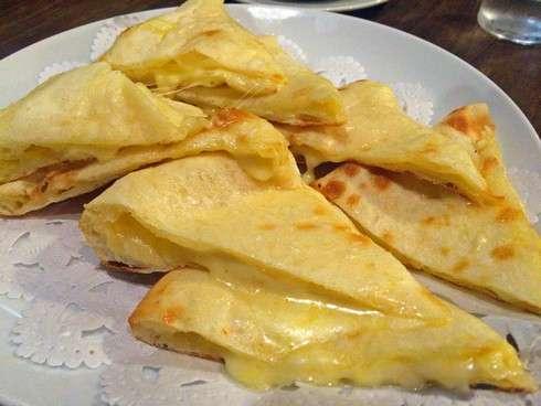 スーリヤのチーズナンが美味