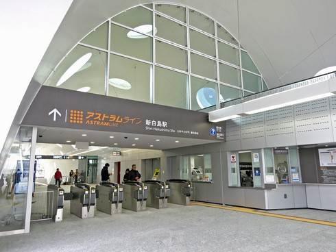 アストラムライン新白島駅の改札口
