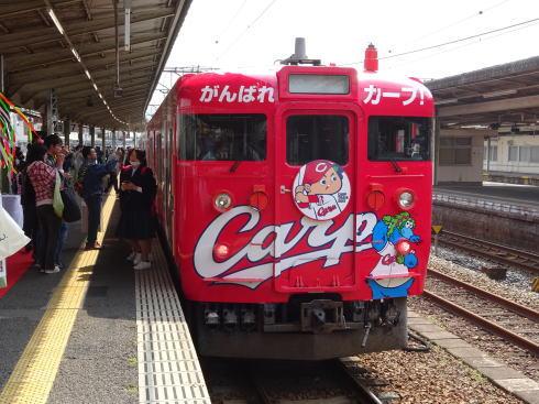 2015 カープ電車JR