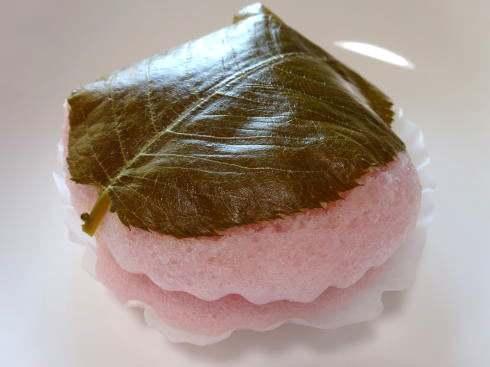 桜の蒸しどら、タカキベーカリーから春の味
