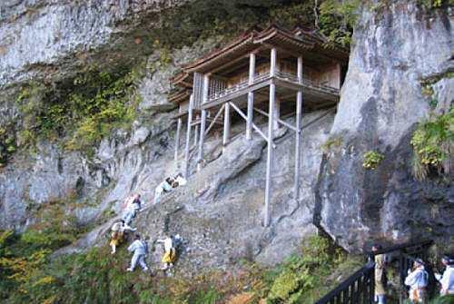 日本遺産の開山1300年の投入堂特別参拝