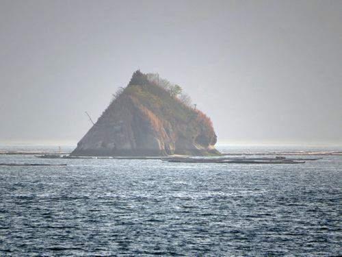 津久根島(つくねじま)