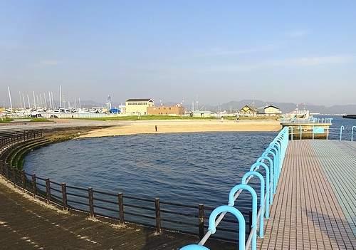 観音マリーナ海浜公園の防波堤