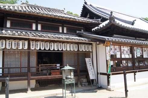 西国寺の境内