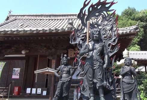 尾道市 西国寺の大師堂前に、青銅大不動明王