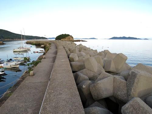 玉津島に渡る防波堤