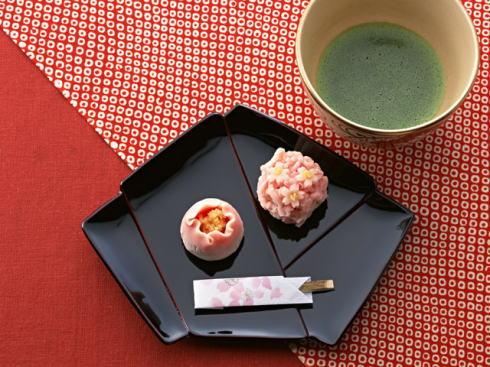 平和公園を茶庭に見立て早朝のお茶会、上田宗箇流家元がお茶振舞い